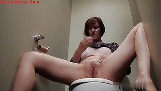 Mature brunette masturbating during toilet treacherously
