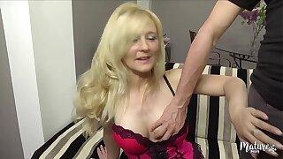 Ambre, mature belge sexy aux gros seins