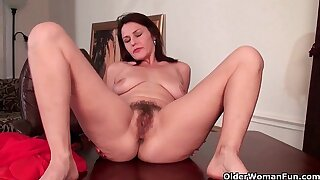Mature dam have a funny feeling fucks her hairy pussy