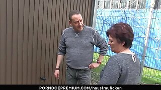 HAUSFRAU FICKEN - BBW Amateur German granny wife enjoys hardcore lovemaking session