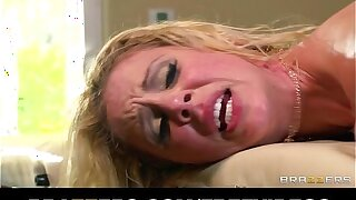 Busty blonde MILF gets an oily massage lose one's train of thought flexuosities into sweaty sex