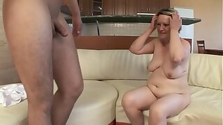 OLD HOUSEWIFE FUCKS Approximately YOUNG BOY !!
