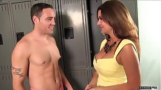 Raquel Devine is a busty murkiness MILF that NEVER turns down the scantling Romeo price.