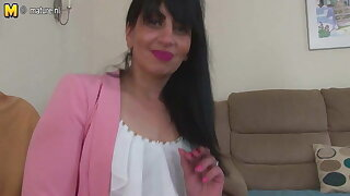 Arab adult mom from the UK with hungry vagina